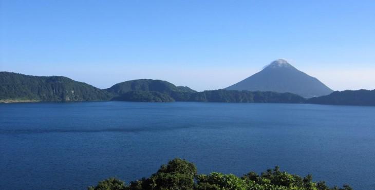 Lake_Ikeda_&_Mt.Kaimon