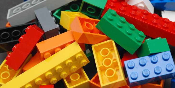 1024px-Lego_Color_Bricks