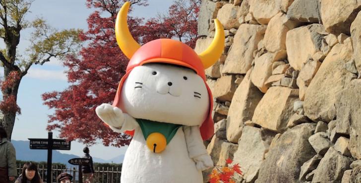 Hikonyan_performing_at_Hikone_Castle 2