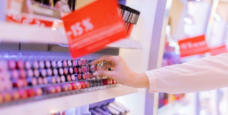 Choosing lipstick